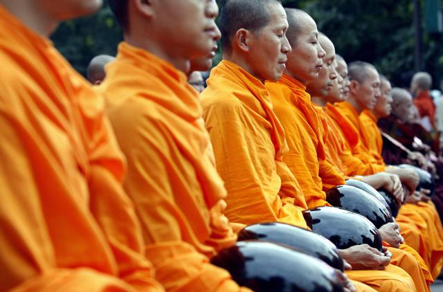 First time Myanmar and Thailand offer 10,000 Buddhist monks